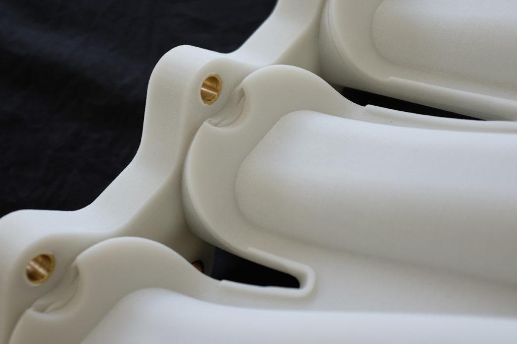 ナイロン6の粉末造形サンプル品(表面クローズアップ)