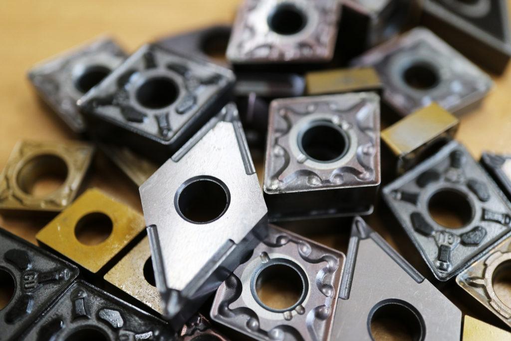 切削加工の基礎(工作機械の種類と加工方法)バイトチップ